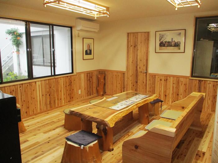 断熱塗料ガイナ、音響熟成木材、リフレクティックスを使用したモデルルーム